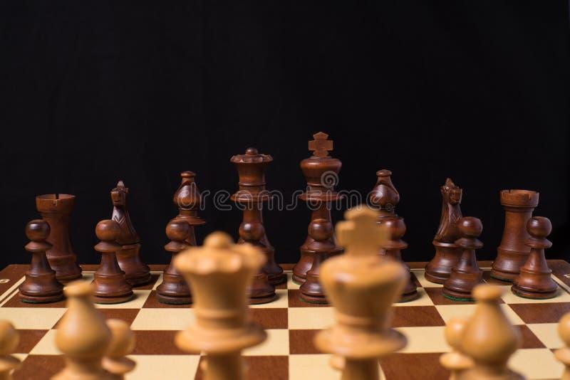 Στενή άποψη στα κομμάτια μια σκακιέρα στοκ φωτογραφία