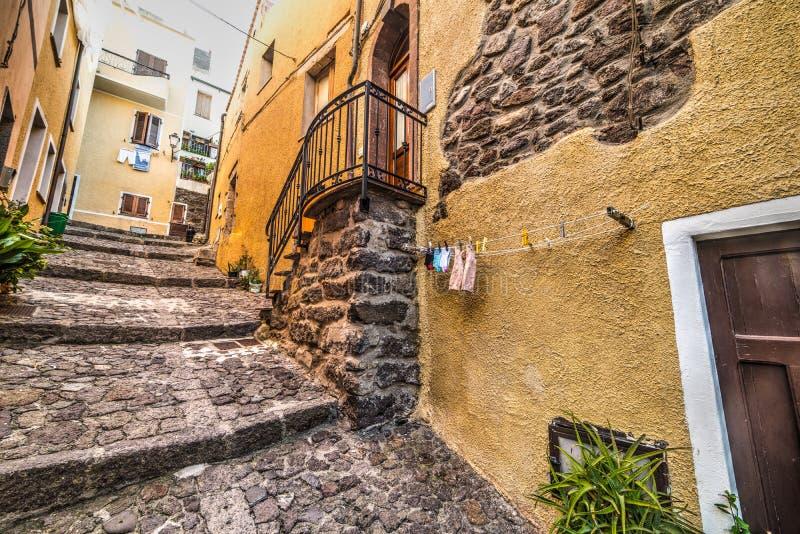 Στενή αλέα σε Castelsardo στοκ εικόνα