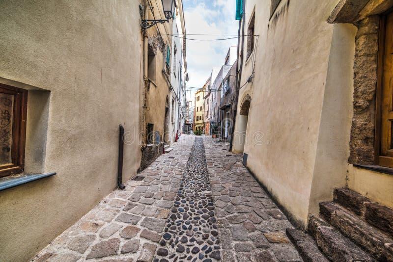 Στενή αλέα σε Castelsardo στοκ φωτογραφία με δικαίωμα ελεύθερης χρήσης
