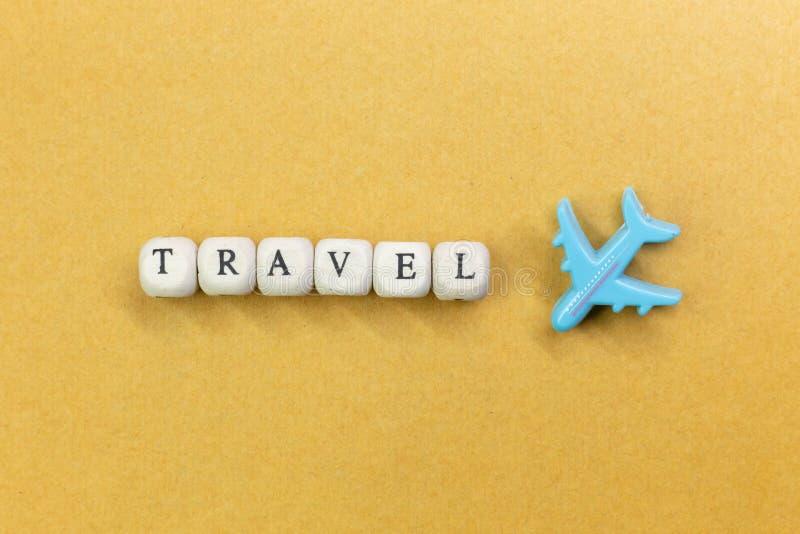 Στενή επάνω εικόνα κύβων ταξιδιού ξύλινη για το περιεχόμενο ταξιδιού στοκ εικόνες με δικαίωμα ελεύθερης χρήσης