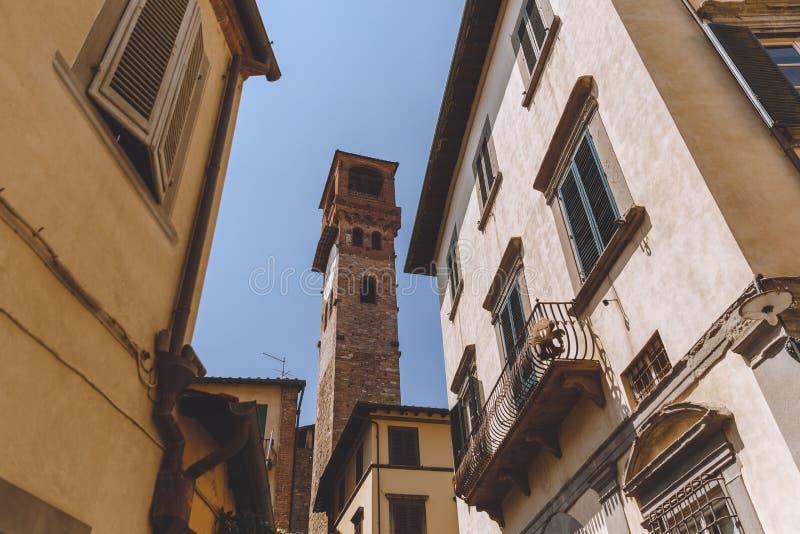στενή οδός στην αρχαία ευρωπαϊκή πόλη, στοκ φωτογραφίες με δικαίωμα ελεύθερης χρήσης