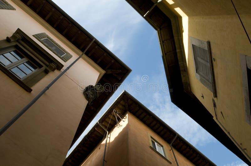 Στενή οδός στην Πίζα, Ιταλία στοκ εικόνες