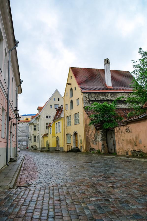 Στενή οδός στην παλιά πόλη του Ταλίν, Εσθονία στοκ φωτογραφία με δικαίωμα ελεύθερης χρήσης