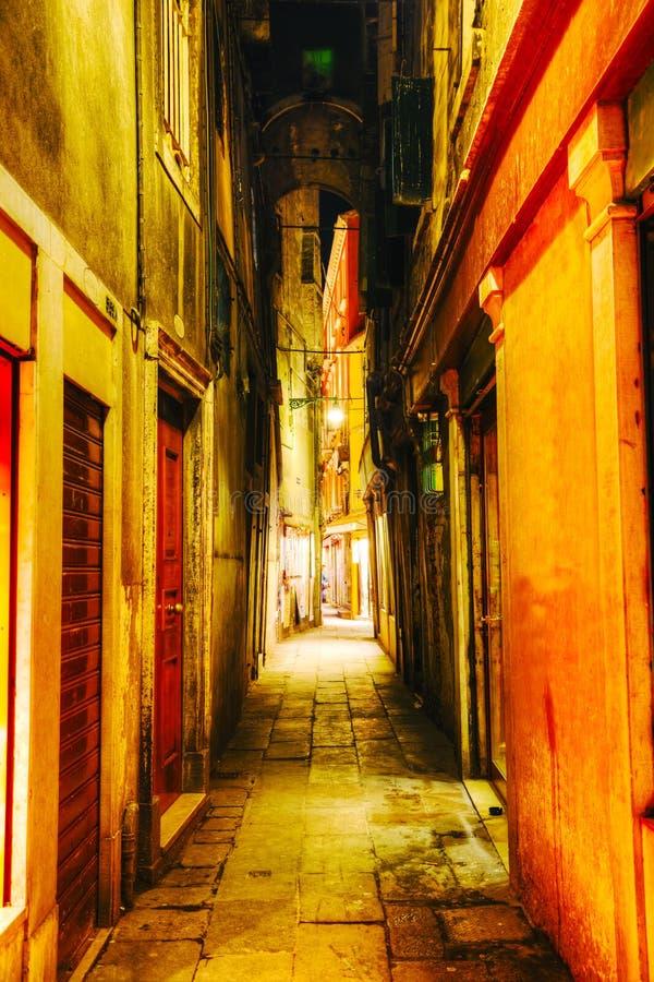 Στενή οδός στη Βενετία, Ιταλία στοκ εικόνα