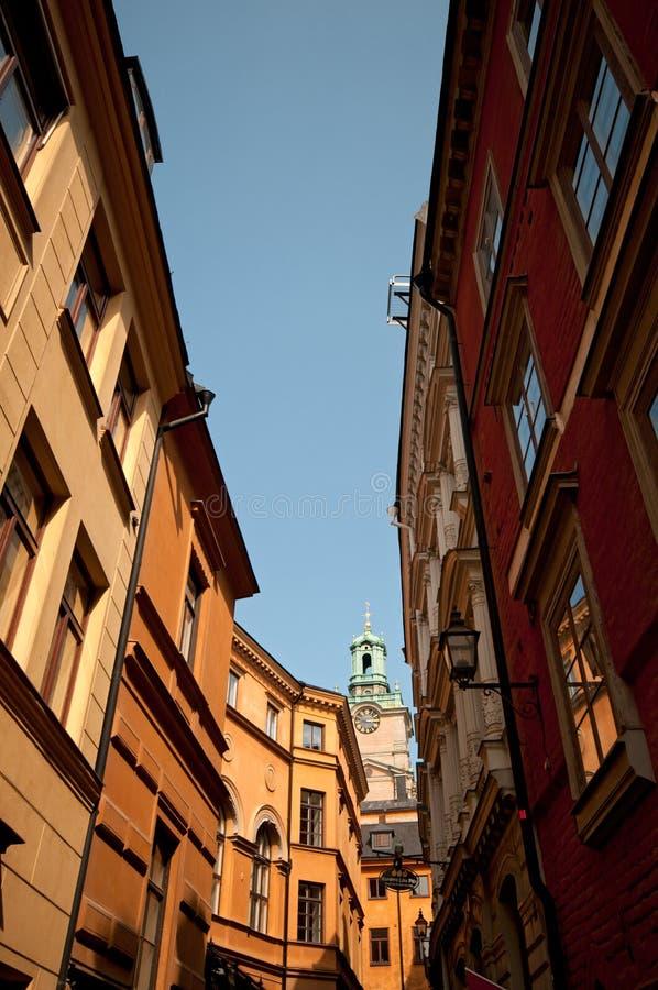 Στενή οδός στο κέντρο πόλεων, Στοκχόλμη, Σουηδία στοκ εικόνα