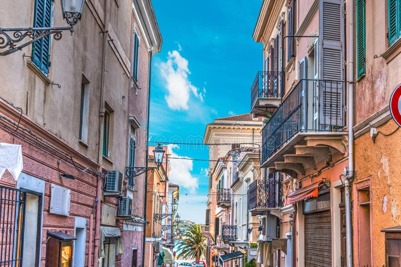 Στενή οδός στο Λα Maddalena στοκ εικόνες