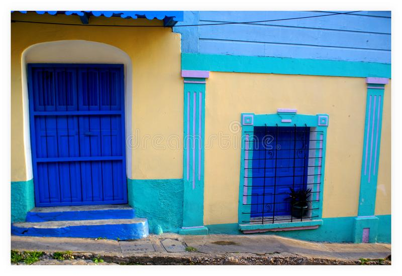 Στενή οδός του νησιού Flores Γουατεμάλα στοκ εικόνες με δικαίωμα ελεύθερης χρήσης