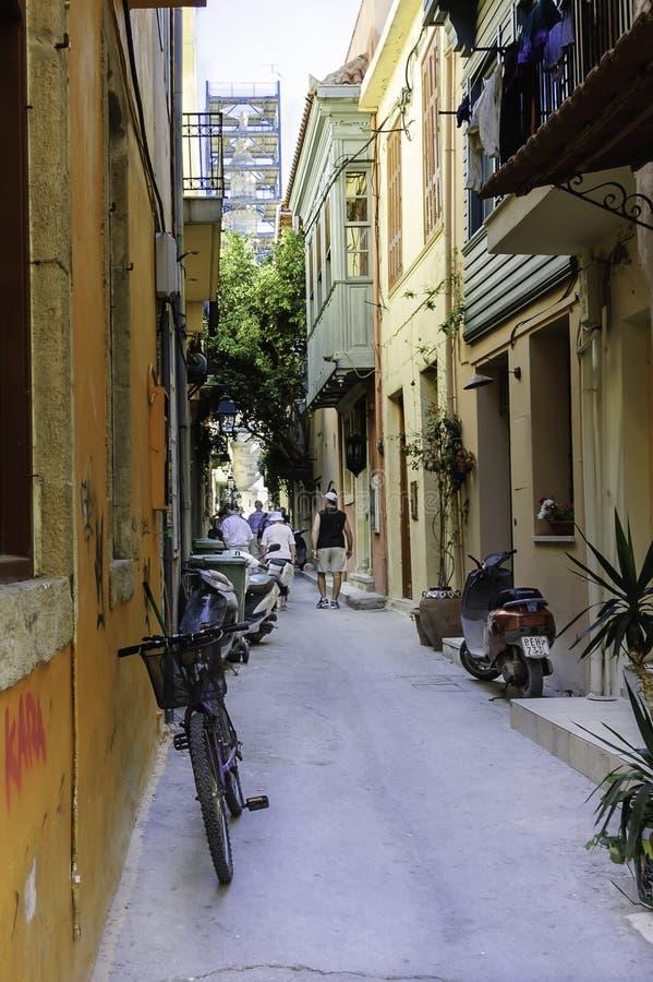 Στενή οδός κατωφλιών Chania στοκ φωτογραφία