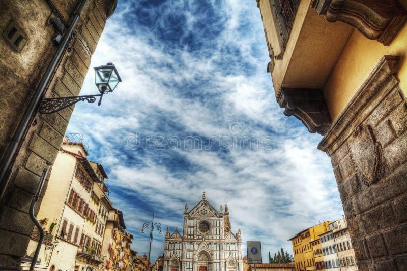 Στενή οδός που οδηγεί στον καθεδρικό ναό Santa Croce στοκ φωτογραφία με δικαίωμα ελεύθερης χρήσης