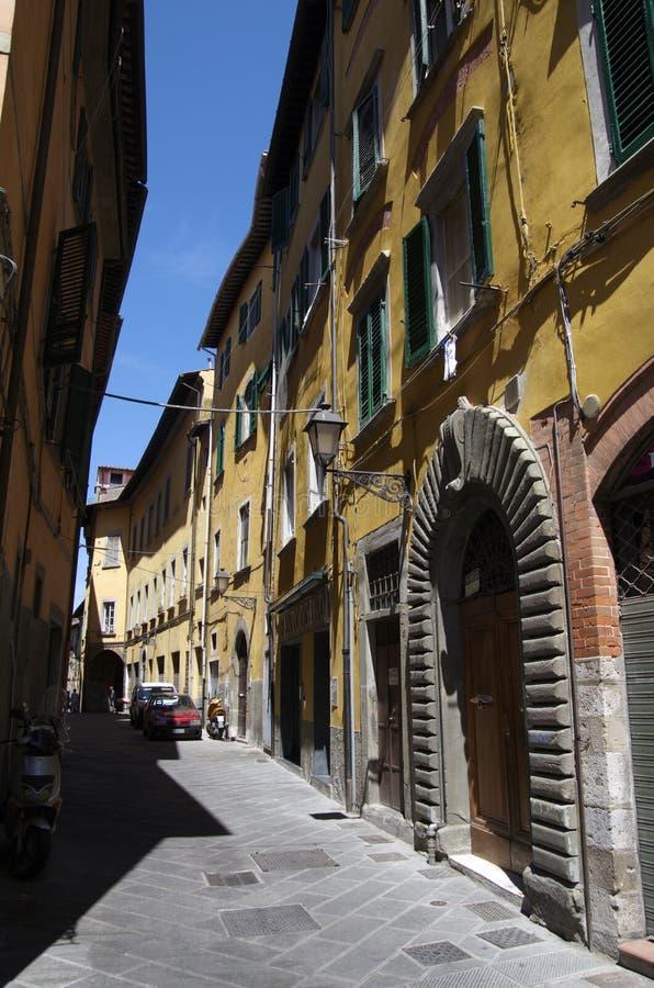 Στενή οδός στην Πίζα, Ιταλία στοκ φωτογραφίες