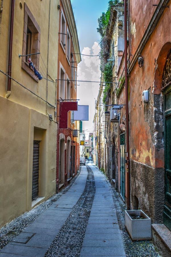 Στενή οδός στην παλαιά πόλη Sassari στοκ φωτογραφίες