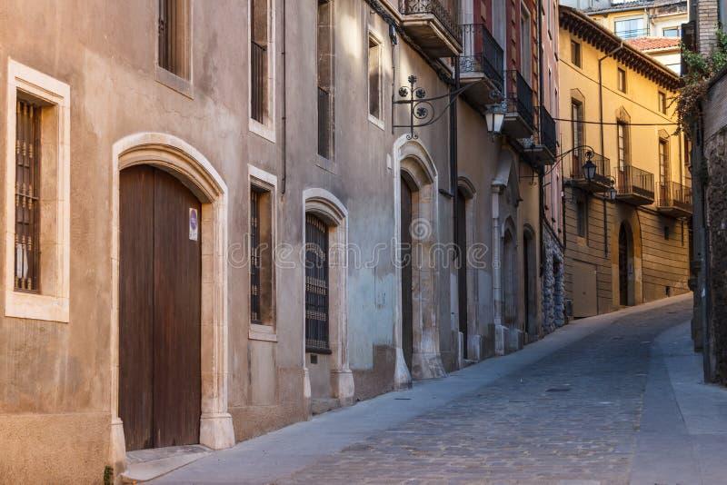 Στενή οδός στο ιστορικό κέντρο Vic, Καταλωνία στοκ φωτογραφίες