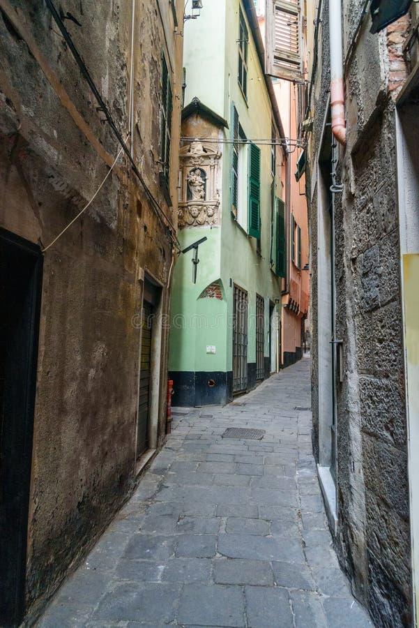 στενή παλαιά οδός πόλεων Γένοβα Ιταλία στοκ εικόνα με δικαίωμα ελεύθερης χρήσης