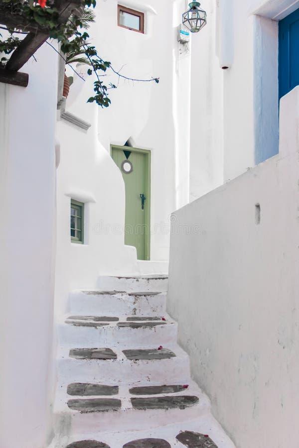 Στενή πορεία περιπάτων της Ελλάδας Μύκονος στο κύριο capitol στοκ φωτογραφία