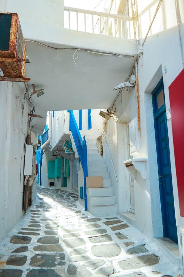 Στενή πορεία περιπάτων της Ελλάδας Μύκονος στο κύριο capitol στοκ εικόνες