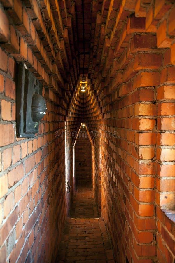 Στενοί διάδρομοι τούβλου μέσα στον πύργο της Στοκχόλμης ` s Δημαρχείο, Σουηδία στοκ φωτογραφίες
