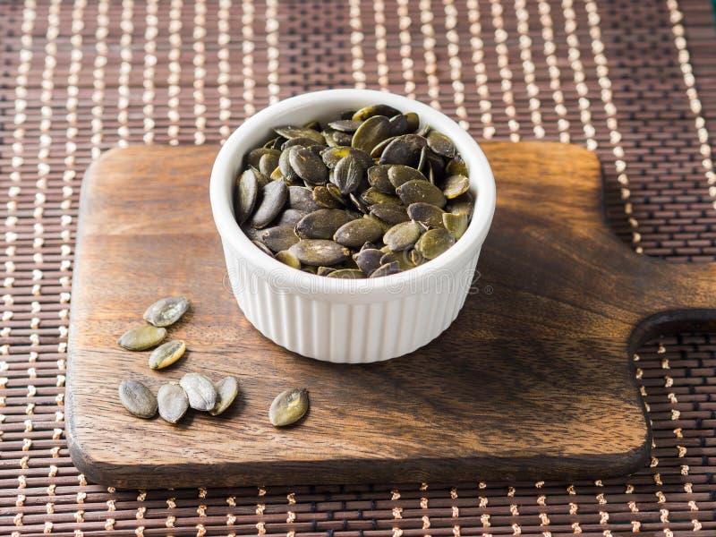 στενοί σπόροι κολοκύθας τροφίμων ανασκόπησης επάνω Πρωτεϊνική πηγή Vegan στοκ εικόνα