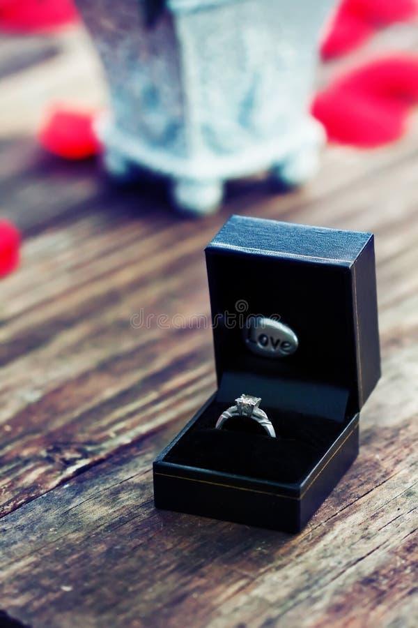 Δαχτυλίδι αρραβώνων στοκ φωτογραφίες