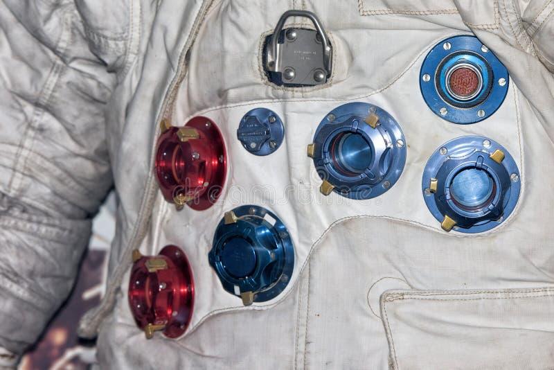 Στενός επάνω κοστουμιών αστροναυτών διαστημικός στοκ εικόνες