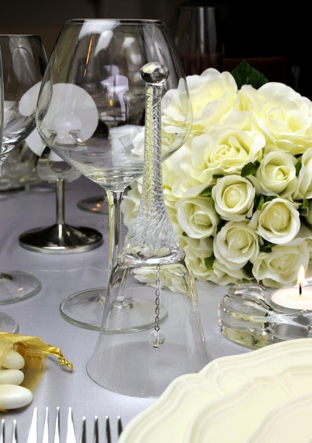 Στενός επάνω κουδουνιών γαμήλιων πινάκων. στοκ φωτογραφία με δικαίωμα ελεύθερης χρήσης