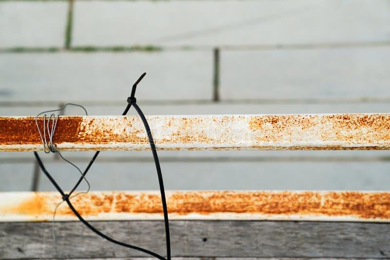 Στενός επάνω πεζουλιών ραμπών σκουριάς στοκ φωτογραφίες