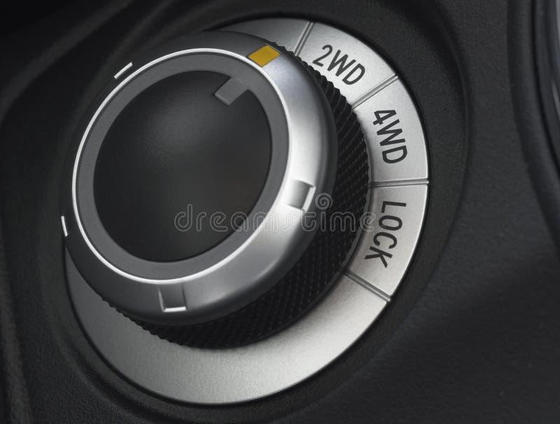 στενός επιλογέας ρυθμιστή ελέγχου αυτοκινήτων επάνω στη ρόδα στοκ φωτογραφία με δικαίωμα ελεύθερης χρήσης