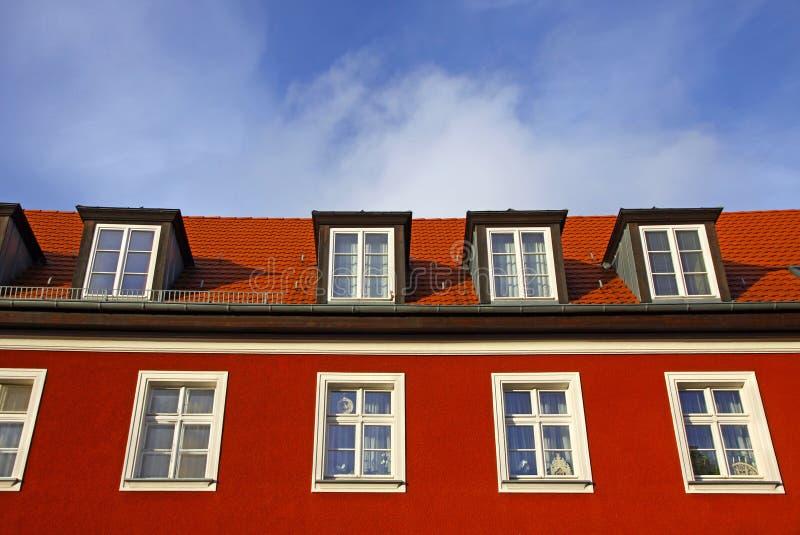 στενός κατοικημένος χαρακτηριστικός σπιτιών επάνω στοκ φωτογραφία