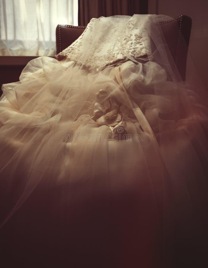 Στενός πυροβολισμός ενός γαμήλιου φορέματος στοκ εικόνα με δικαίωμα ελεύθερης χρήσης