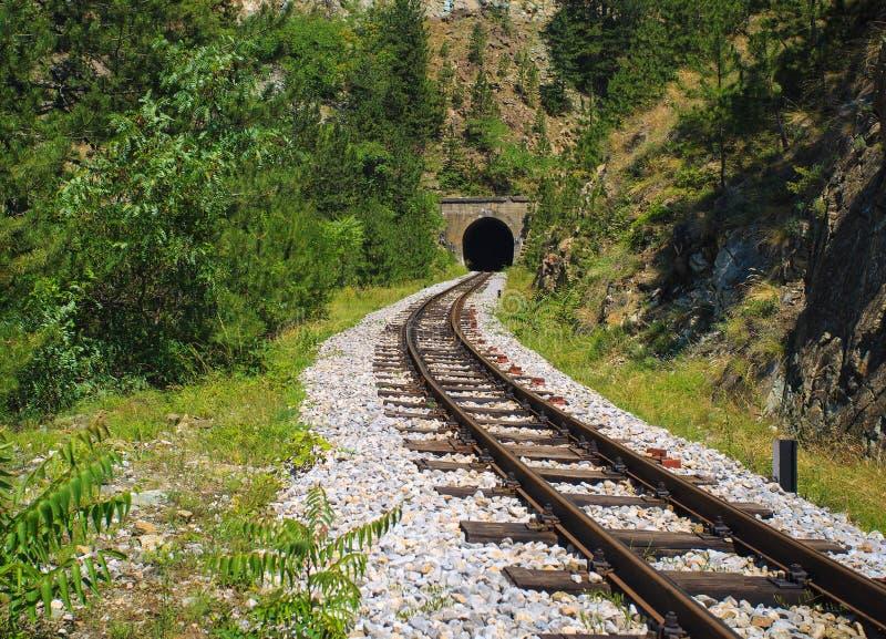 στενός σιδηρόδρομος μετ&rh στοκ φωτογραφία με δικαίωμα ελεύθερης χρήσης