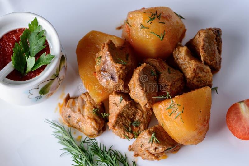 στενό απομονωμένο λευκό πατατών κρέατος ανασκόπησης επάνω στοκ εικόνες
