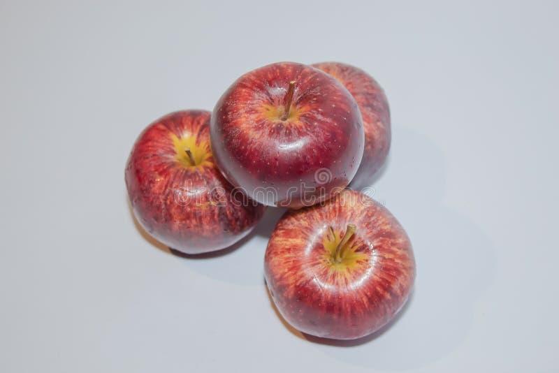 στενό επάνω λευκό ανασκόπησης μήλων στοκ φωτογραφία με δικαίωμα ελεύθερης χρήσης