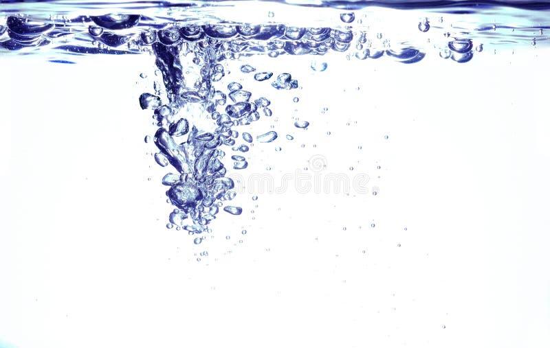 Download στενό επάνω ύδωρ φυσαλίδων στοκ εικόνα. εικόνα από καθαρίστε - 17054017