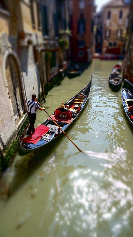 Στενό κανάλι της Βενετίας, στην Ιταλία στοκ φωτογραφίες