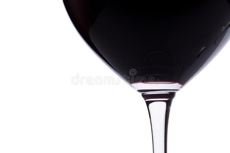 στενό κόκκινο γυαλιού επάνω στο κρασί στοκ φωτογραφίες