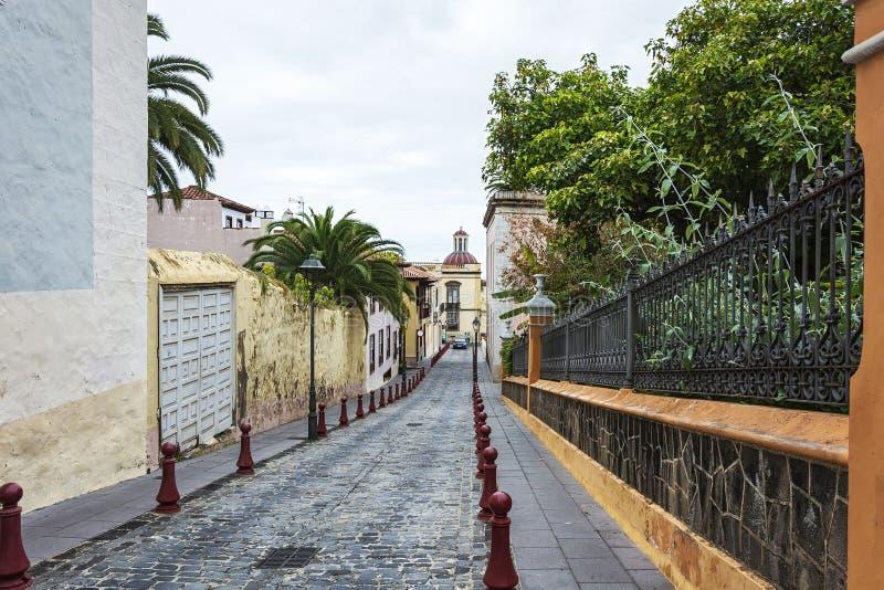 Στενό Λα Orotava, Tenerife, Ισπανία οδών κυβόλινθων στοκ φωτογραφίες με δικαίωμα ελεύθερης χρήσης