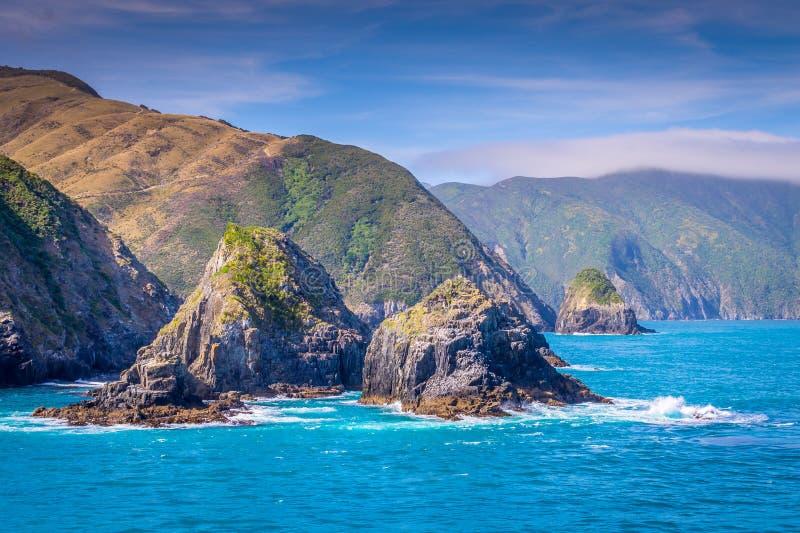 Στενό μαγείρων, Νέα Ζηλανδία μεταξύ του Βορρά και του νότιου νησιού στοκ φωτογραφία με δικαίωμα ελεύθερης χρήσης