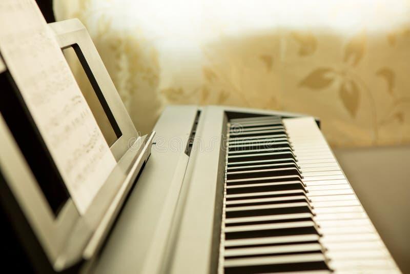 στενό πιάνο πλήκτρων επάνω στοκ φωτογραφίες με δικαίωμα ελεύθερης χρήσης