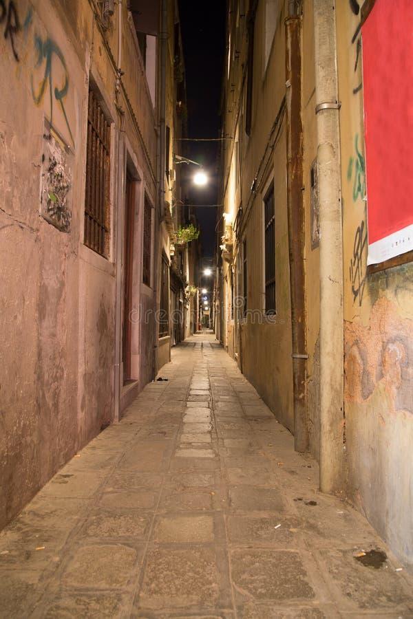 Στενό Allys στη Βενετία τη νύχτα στοκ φωτογραφία με δικαίωμα ελεύθερης χρήσης