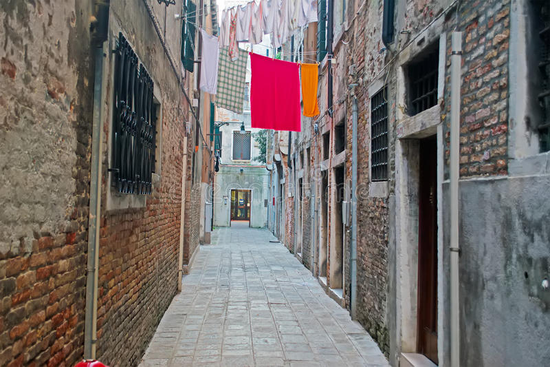 Στενό backstreet στη Βενετία στοκ εικόνες