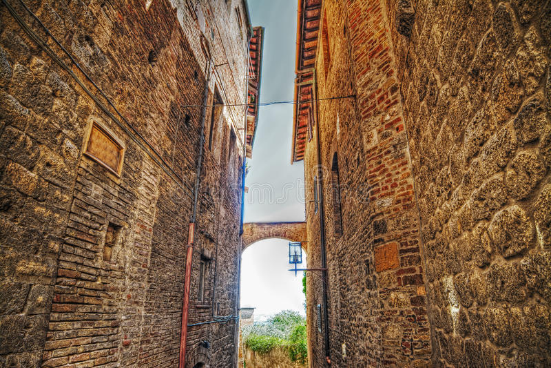 Στενό backstreet στο SAN Gimignano στοκ εικόνες