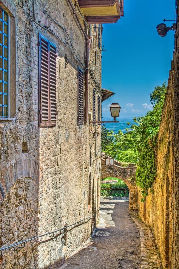 Στενό backstreet στο SAN Gimignano στοκ εικόνα