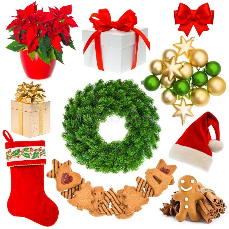 Στεφάνι διακοσμήσεων Χριστουγέννων, καπέλο, κόκκινη κάλτσα, κιβώτιο δώρων, μπιχλιμπίδια, στοκ φωτογραφία