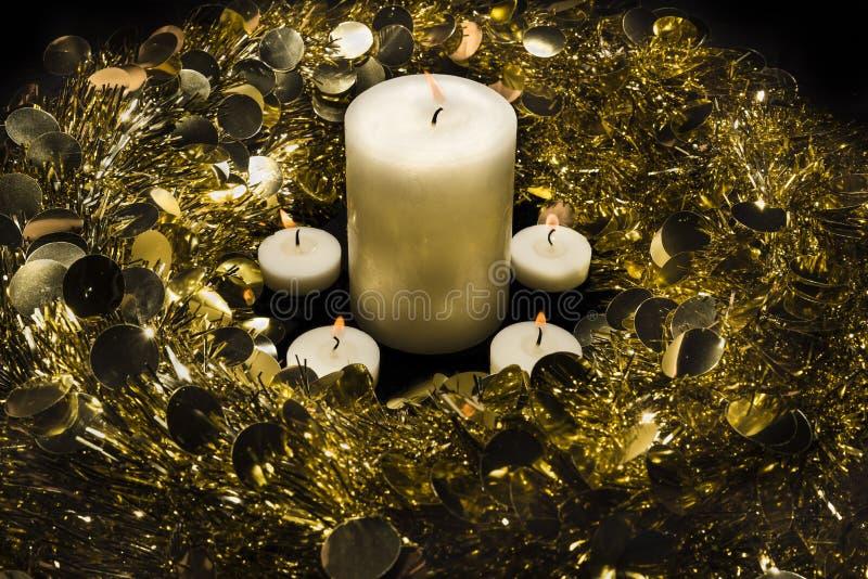 Στεφάνι και κεριά στοκ φωτογραφία