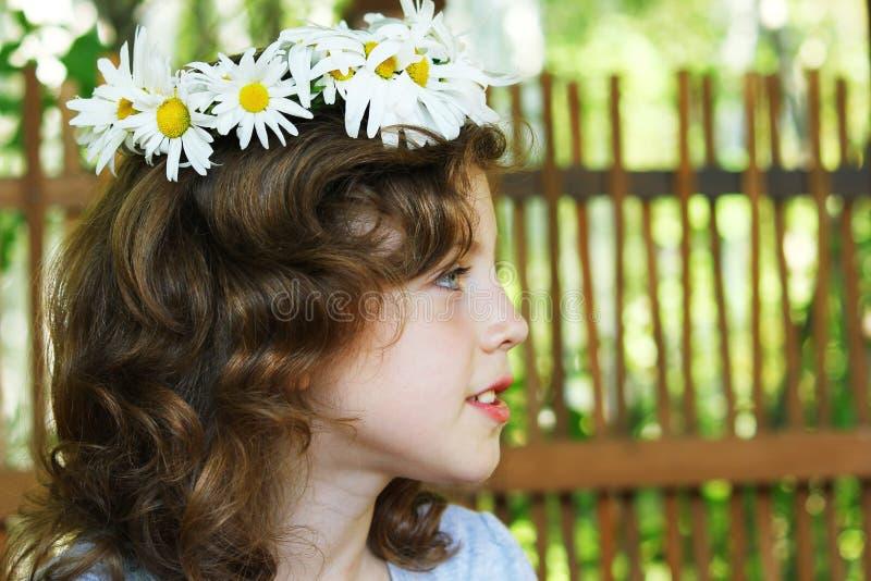 στεφάνι πορτρέτου κοριτσ στοκ φωτογραφία με δικαίωμα ελεύθερης χρήσης