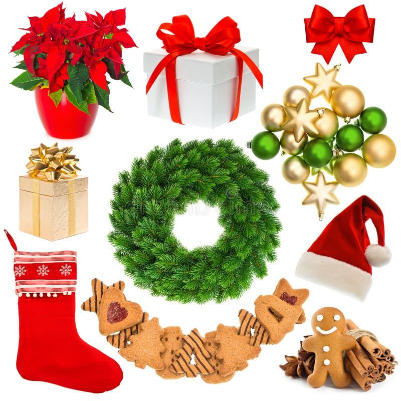 Στεφάνι Χριστουγέννων, καπέλο, κάλτσα, κιβώτιο δώρων, μπιχλιμπίδια, μπισκότα στοκ εικόνες