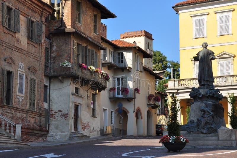 Στηθόδεσμος, Cuneo, Πιεμόντε, Ιταλία Κύρια κεντρική πλατεία στοκ εικόνες