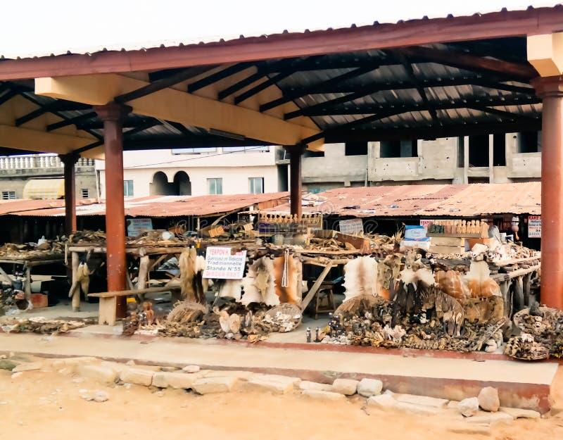 Στην αγορά Woodoo σε Ouidah, Μπενίν στοκ εικόνες
