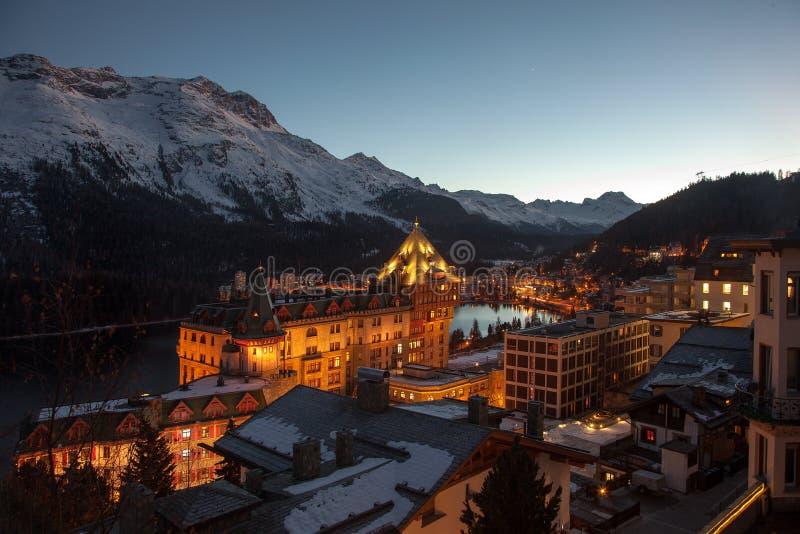Στην αυγή Καταπληκτικό τοπίο βουνών από το ST Moritz, Ελβετία στοκ φωτογραφία