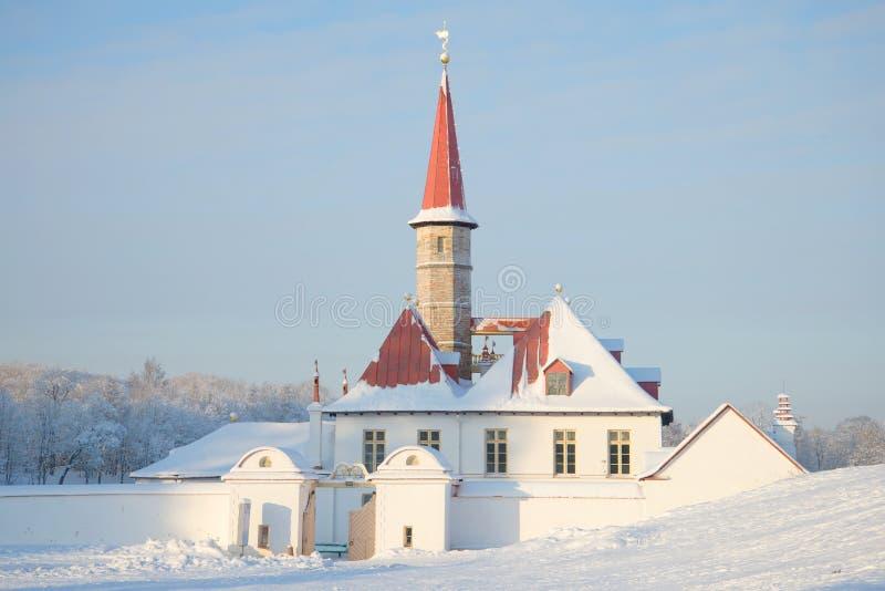 Στην είσοδο στη χειμερινή ημέρα παλατιών κοινοβίων gatchina Ρωσία στοκ φωτογραφία με δικαίωμα ελεύθερης χρήσης