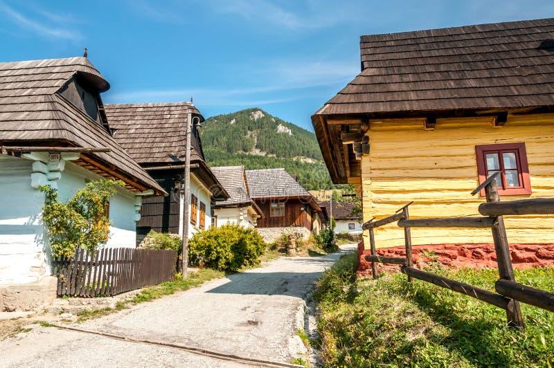 Στην ξύλινη τακτοποίηση Vlkolinec Streeet στοκ φωτογραφία με δικαίωμα ελεύθερης χρήσης